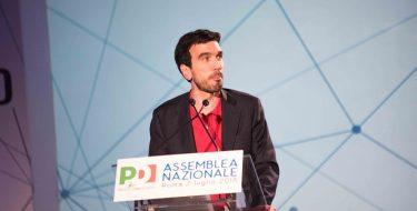 Maurizio Martina eletto segretario del Pd. Congresso prima delle Europee
