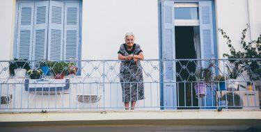 """""""Adotta un vicino"""": a Grugliasco una campagna di solidarietà per ritrovare l'altruismo"""